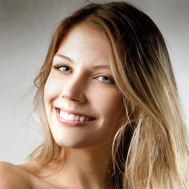 Daniella Suzanne - Contacto con Nosotros
